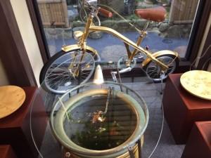 金の自転車.JPG