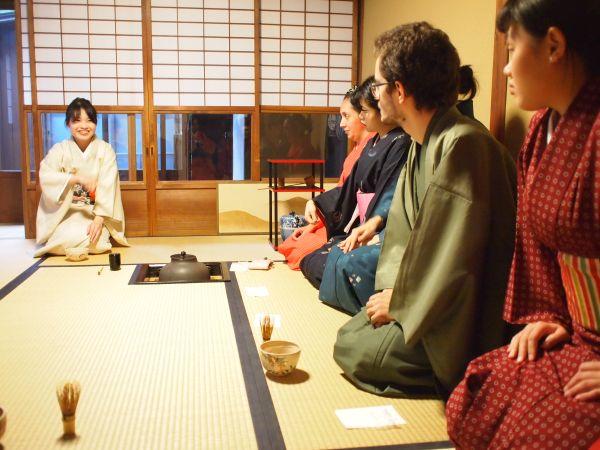 京都観光 リアルな海外の反応!京都の茶室で聞いた生の声